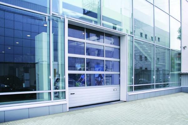 Панорамные ворота секционного типа: назначение и технические характеристики